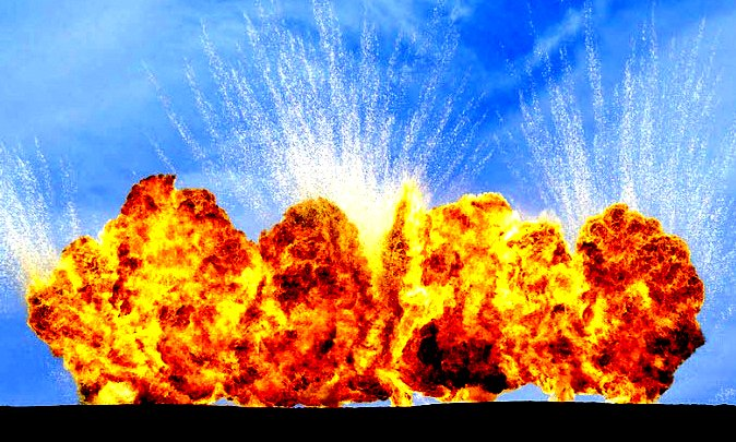 GeoffreyH-Short-NZ-photographer-sky-erupts-explosions-the-flying-tortoise.jpg.Short[9]