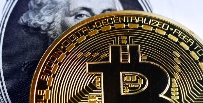 Bitcoin-and-banks-810x405